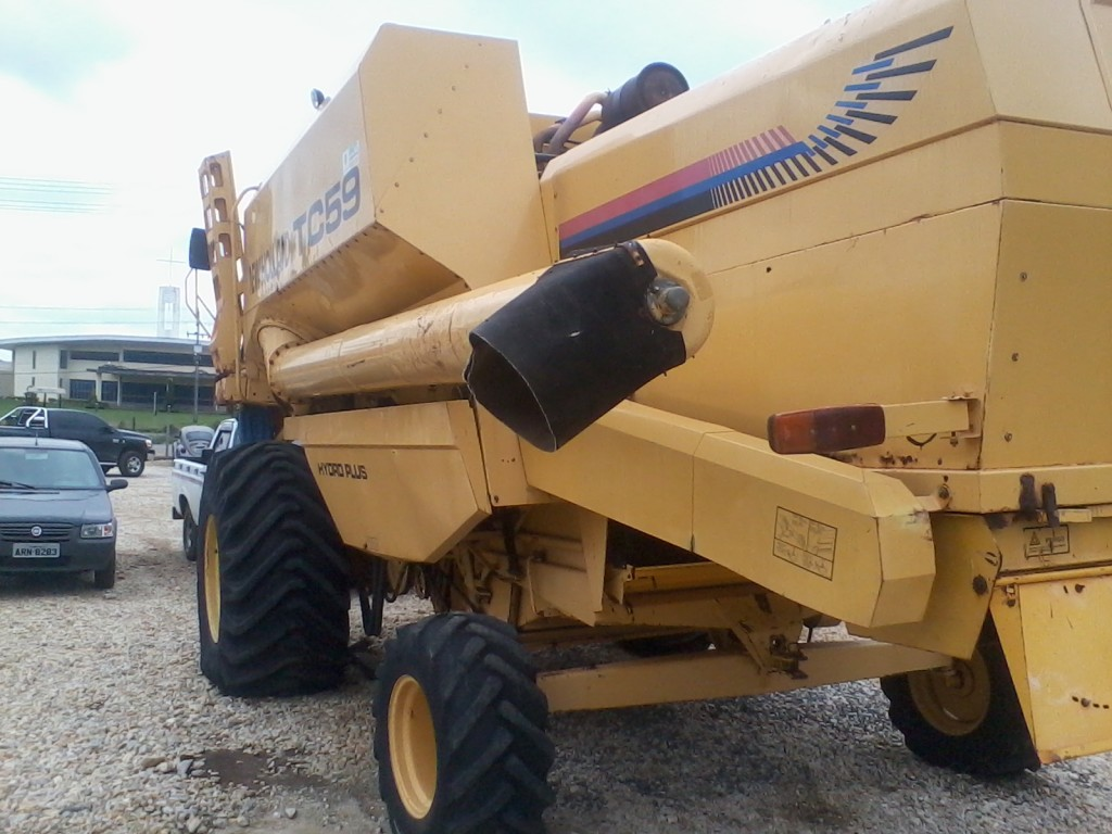 Colheitadeira New Holland TC 59 ano 2000