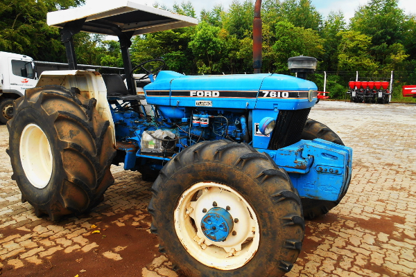Trator  New Holland 7630 4×4 ano 2006